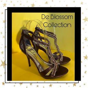 De Blossom Collection Brown Rhinestone Sandals 5.5